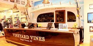 vineyard vines location