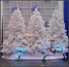 How To Make Winter Wonderland Decorations Winter Wonderland Christmas Decorations Christmas Party Balloons