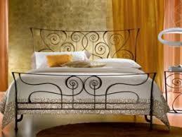 chambre fer forgé élégantes chambres avec des lits en fer forgé par deco