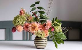 flower arrangement ideas 5 easy flower arrangement ideas with dahlias cloverhome