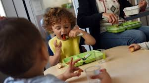 bimbo 13 mesi alimentazione dieta vegana ai bambini una proposta di legge vuole renderla