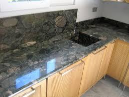 plan de travail en granit pour cuisine privee granit marbre quartz gambini marseille aubagne gemenos