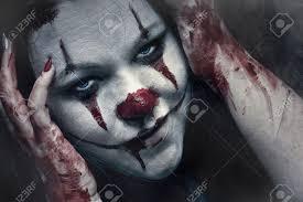 Halloween Makeup Application Tips Scary Clown Makeup For Women Woman Applying Clown Makeup The Best