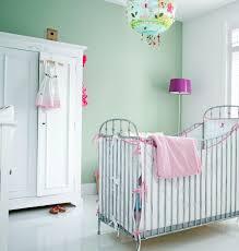 babyzimmer grün soft grün gestrichene wandfarbe an eiscreme erinnerd ideen für