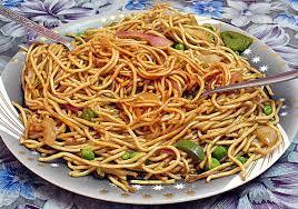 cuisiner des pates chinoises recette nouilles chinoises sautées aux légumes et aux oeufs