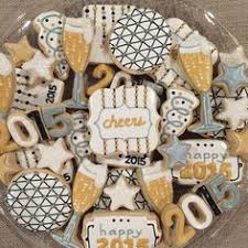 lilaloa decorated clock cookies for new year s using rattle