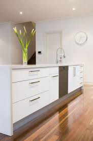 White Kitchen Floor Ideas by Best 25 Modern White Kitchens Ideas Only On Pinterest White