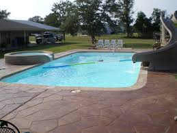 LARGE AMERICAN FIBERGLASS POOL BREAKS THE MOLD