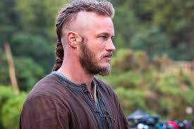 travis fimmel hair for vikings vikings travis fimmel crashes comic con panel in a kangaroo