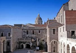 cortile platamone catania la guida turistica muta forse una svista guida sicilia