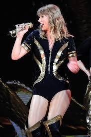"""Thá i trang tour diá …n Reputation Taylor Swift thay Ä'á """" 9 lần d¹ béo"""