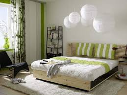 schlafzimmer feng shui feng shui schlafzimmer weiße pendelleuchten schlafzimmer ideen