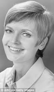 does florence henderson have thin hair brady bunch star florence henderson reveals she caught crabs after