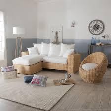 canapé en osier canapé d angle et fauteuil oeuf en rotin et tissu blanc au salon