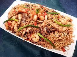 cuisiner des pates chinoises nouilles chinoises au poulet et crevettes la recette facile par