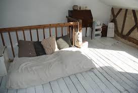 parquet blanc chambre parquet peint en blanc ce serait le bonheur