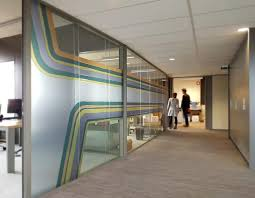 vitrophanie bureau décoration de bureaux fidal choisit la vitrophanie d adhoc media