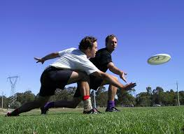 frisbee injuries rise over xmas holidays sbs news
