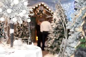 professional chrsitmas decorating service for both residential and