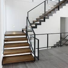 treppen aus holz kombination holz stahl treppen treppenbau holztreppen