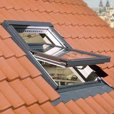 fakro ftp v u3 centre pivot window natural pine 55x78cm