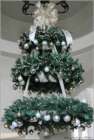 17 gorgeous christmas chandeliers for a yuletide home decor 17 gorgeous christmas chandelier for a yuletide home decor 2