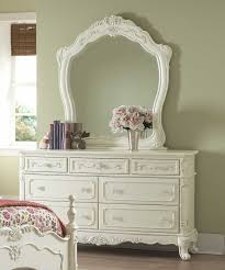 i like this chest of drawers because it has a mirror and it makes