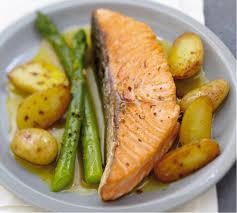 comment cuisiner le pavé de saumon recette pavé de saumon écossais label poêlée de pommes