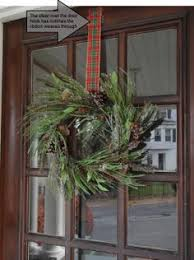 hanging a wreath with the wreath pro adjustable ribbon wreath