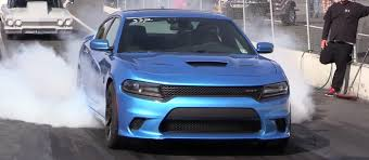 charger hellcat burnout 1000hp dodge charger srt hellcat attacks the quarter mile