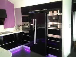 cuisine du frigo enchanteur frigo noir brillant et cuisine sur mesure moderne laque