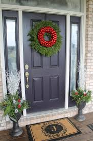 Window Christmas Decorations by Best 25 Christmas Front Doors Ideas On Pinterest Christmas