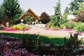 oregon outdoor wedding venues possible venue 4 log house garden in keizer oregon wedding