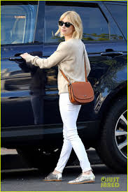 emma roberts shows off short hairstyle ahead of u0027scream queens