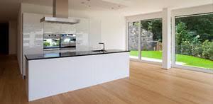 parkett küche parkett in der küche lässt den raum wohnlich wirken