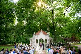 wedding photographers indianapolis rosewell house wedding ceremony on indiana cus in