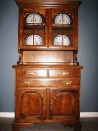 400 temple stuart colonial style hutch 2pc set for sale in east