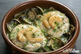 cuisiner la palourde recette de merlu sauce verte aux palourdes et crevettes cuisine