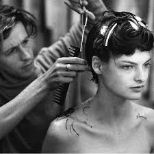 haircuts in 1988 tbt linda evangelista s first short haircut by julien d ys vogue