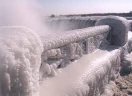 niagara falls frozen enjoy holiday