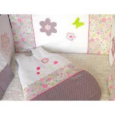 theme chambre bébé thème chambre bébé fille liberty fleurs et pois prune vert