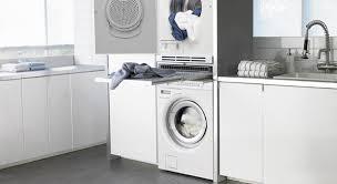 machine a laver dans la cuisine intégrer un lave linge dans la salle de bains