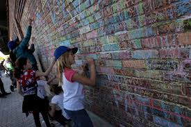 cubs plan removal of chalk messages on wrigley field walls cubs plan removal of chalk messages on wrigley field walls chicago tribune