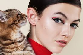the coolest cat eyes for fall teen vogue