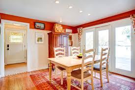 cuisine chaude pièce chaude simple de cuisine de couleurs avec une salle à