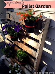Pallet Garden Wall by How To Make A Pallet Garden How To Make A Pallet Garden Modern