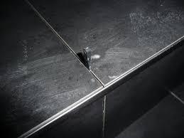 treppe fliesen kante eine edelstahlschiene sitzt am ende jeder fliesenkante jetzt