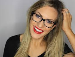 makeup tips for glasses wearers giveaway liza prideaux