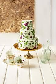 wedding cake edible decorations decorating wedding cakes with edible vs real flowers weddbook