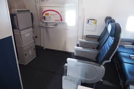 under window seat storage where to sit when flying united u0027s 777 300er economy